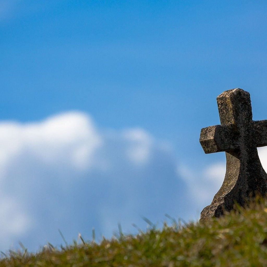 grave with cross
